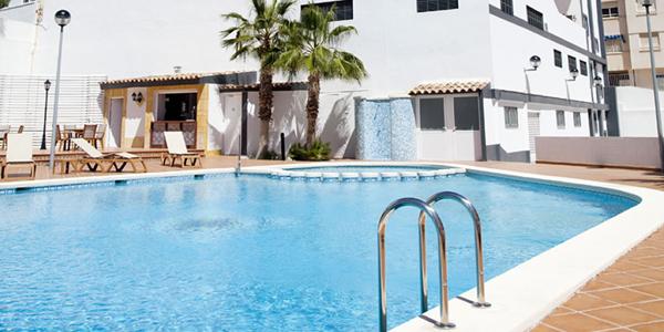 Piscina Hotel La Familia Gallo Rojo